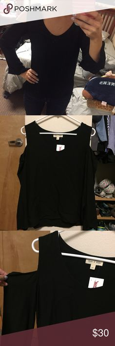 Cloth & Stone open shoulder top Brand new with tags (purchased from TJ Maxx)  $15 when you buy 3 or more items. All items discounted when you purchase 3 or more items. Shipping calculated by size/weight. Comment on items and I will create a bundle. Fast shipping! No trades or free shipping requests, please.   Size women's xsmall Brand listed as Anthropologie because item is sold there, but purchased from Tj Maxx Anthropologie Tops Tees - Long Sleeve