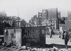 Warsaw, Poland, 1945 - by Zofia Chomętowska Germany Poland, Warsaw Poland, Virtual Memory, Old Photography, Ppr, Lost City, City Buildings, Albania, Abandoned Places