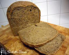 Anche oggi posto una ricetta di un pane morbidissimo preparato con la MdP, ho usato un preparato di farine per pane nero con semi di girasol...