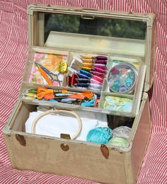 Old train case turned into embroidery case Sewing Box, Sewing Kits, Sewing Ideas, Trunk Makeover, Vintage Train Case, Thrift Shop Finds, Hobby Kits, Scrapbook Organization, Vintage Suitcases