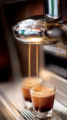 Great ways to make authentic Italian coffee and understand the Italian culture of espresso cappuccino and more! I Love Coffee, Coffee Art, Coffee Break, My Coffee, Coffee Drinks, Coffee Shop, Coffee Cups, Coffee Lovers, Coffee Creamer