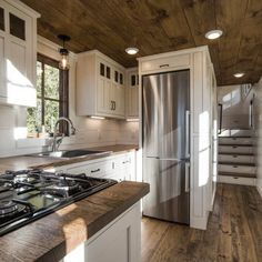 Tiny House Movement and Why it's so Popular - Rustic Design House Design, Small Spaces, House Interior, Home Renovation, Container House, Tiny House Kitchen, Small House, Home Interior Design, Little Houses