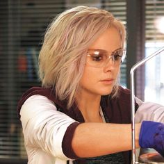 Character from TV show izombie. Love her hair!