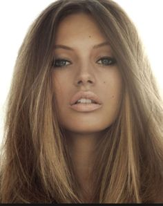 Ash brown hair with highlights. Cool natural look!