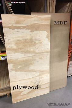 How to Make a Wood Sign Diy Wood Projects, Wood Crafts, Woodworking Projects, Diy Crafts, Diy Wood Signs, Home Wood Sign, Wooden Pallet Signs, Wood Signs Home Decor, Diy Wood Stain