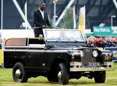 Idris Elba pulls up to the opening ceremony of the Invictus Games in London in a vintage Land Rover