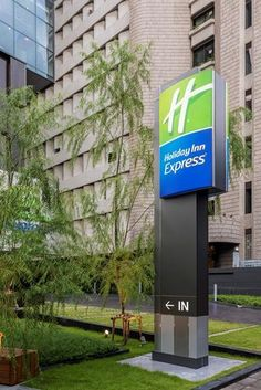 The hotel features 300 brand new rooms and all rooms are well-designed for everything you need for a great stay. Start the day right with our free Express Start Breakfast or Grab & Go option and stay connected with free Wi-Fi throughout the hotel.