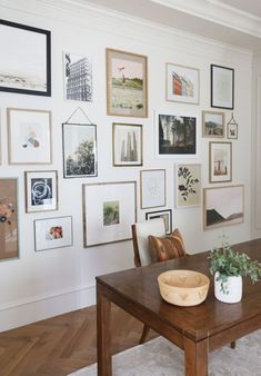 How To Decorate Your Blank Walls: 17 Inspirational Chic Ideas - Life Style - Health - DIY Fabric Wall Decor, Wall Decor Design, Design Art, Design Rustique, Farmhouse Wall Decor, Modern Farmhouse Gallery Wall, Inspiration Wall, Blank Walls, Baskets On Wall