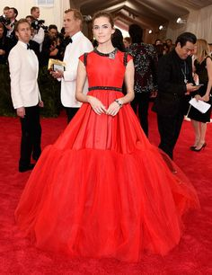 Allison Williams—Giambattista ValliShe almost looks like a '90s Sky Dancer toy, blooming straight from the red carpet. She could fly away at any moment—and just the thought of that isexhilarating.