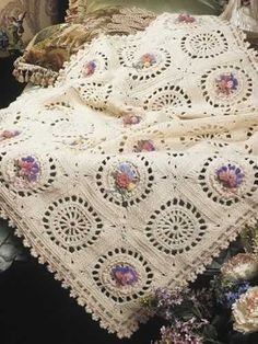 Comparing Crochet Vintage Cotton Throw Afghans and Crochet Afghan Patterns Crochet Squares Afghan, Crochet Bedspread, Crochet Motifs, Crochet Blankets, Granny Squares, Motifs Afghans, Afghan Crochet Patterns, Loom Bands, Crochet Home