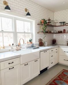 20 Inspiring Small Kitchen Remodel Design Ideas That Will Inspire You Small Kitchen Remodel Design Ideas Inspire Inspiring Kitchen Remodel Small Modern Farmhouse Kitchens, Farmhouse Kitchen Decor, Home Decor Kitchen, Diy Kitchen, Home Kitchens, Kitchen Cabinets, Kitchen Ideas, Kitchen Sink, 10x10 Kitchen