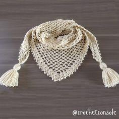 Chal a crochet en punto red Knitted Shawls, Crochet Scarves, Crochet Shawl, Easy Crochet, Punto Red Crochet, Red Rosa, Baby Girl Crochet, Bandana, Crochet Projects