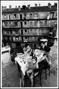 Everyday life in Italy, photography by Gianni Berengo Gardin, - Everyday life in Italy, photography by Gianni. Old Photography, People Photography, Street Photography, Camera Photography, Wedding Photography, Italia Vintage, Vintage Italy, Old Pictures, Old Photos