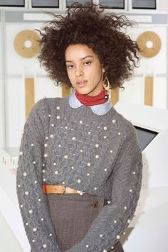 Maison Kitsuné Fall 2018 Ready-to-Wear collection, runway looks, beauty, models, and reviews.