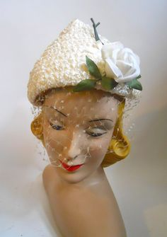 Stylish White Peaked Sisal Bridal Hat with Rose and Veil circa Vintage Hat Boxes, Vintage Bags, Vintage Outfits, Bridal Hat, Bridal Gowns, 1950s Hats, Hats For Women, Ladies Hats, Vintage Bridal