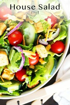 Easily make your favorite restaurant's House Salad at home! Quick and easy answers for what goes in a House Salad and dressings you can serve with it. Potluck Recipes, Side Dish Recipes, Casserole Recipes, Salad Recipes, Salads For A Crowd, Food For A Crowd, Easy Salads, Healthy Side Dishes, Vegetable Side Dishes