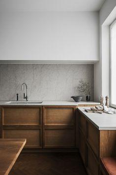 schöne wohnideen minimalistische küche mit marmor küchenrückwand