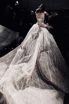 ELIE SAAB Haute Couture Autumn Winter You can collect images you discovered organize them, add your own ideas to your collections and share with other people. Couture Mode, Couture Fashion, Runway Fashion, Couture 2015, Marchesa, Glitz And Glam, Prom Dresses, Formal Dresses, Beautiful Gowns