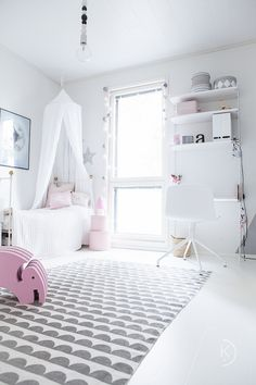 White kids room // girly room // String System // Hay aac10 // Valkoinen lastenhuone // koululaisen huone // tytön huone // String työpiste Pink Bedroom Design, Pink Bedroom Decor, Pink Bedroom For Girls, Pink Bedrooms, Gold Bedroom, White Bedroom, Bedroom Ideas, Awesome Bedrooms, Kid Spaces