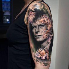 "2,893 Likes, 34 Comments - Sandra Daukshta (@sandradaukshtatattoo) on Instagram: ""David Bowie. #davidbowie #davidbowietattoo @noireink #noireink #sullen #sullentv #tattoos…"""