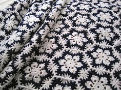 I might have pinned this before . . . but just in case. Winter Wonderland blanket--love it!
