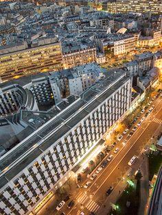 Pariisi, näkymät hotellihuoneen ikkunasta.