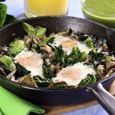 Eggs in the Casserole with Spinach and Lettuce Mexican Food Recipes, Keto Recipes, Cooking Recipes, Healthy Recipes, Ethnic Recipes, Salsa Verde, Wok, Paleo, Whole 30 Recipes