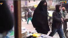 Twee vrouwen in Syrië willen de wereld laten zien hoe hun leven eruitziet onder het juk van IS. Ze filmden met verborgen camera.