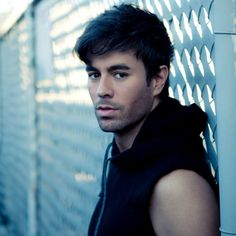 Sunshine and music from artists whose bdays are today, like @enriqueiglesias make Monday more tolerable! Let's Dance!#MondaysMusicMovesMe #MMMM #MusicMonday