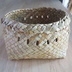 Michelle Mayn: Two Corner Kete Flax Weaving, Half Sleeve Dresses, Weaving Techniques, Cotton Linen, Cuff Bracelets, Baskets, Hampers, Island, Weave