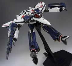 {Searching for kids toy tips? Macross Valkyrie, Robotech Macross, Japanese Robot, Lego Robot, Live Action Movie, Great Love Stories, Gundam Model, War Machine, Old Toys