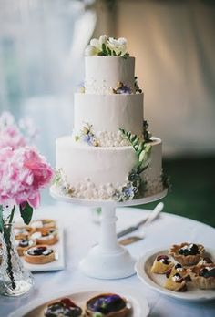 37 of the Prettiest Floral Wedding Cakes : Brides.com