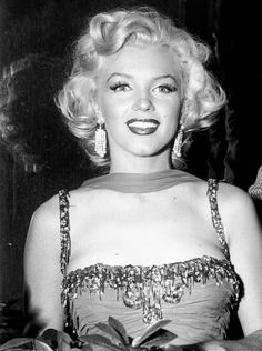 Marilyn Monroe at The St Jude Children's Hospital charity event at the Hollywood Bowl, in Los Angeles, Calif., on 10 July Joe Dimaggio, Divas, Hollywood Glamour, Old Hollywood, Hollywood Actresses, Most Beautiful Women, Beautiful People, Stars D'hollywood, Gentlemen Prefer Blondes
