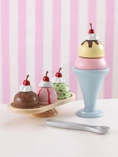 Ice Cream Sundae Set-The KidKraft Ice Cream Sundae Set is sure to have kids screaming for ice cream in no time! This AWESOME Ice Cream Sundae Set includes 5 yummy ice cream scoops, sundae dish, serving dish, and spoon. It is made of composite wood m Play Ice Cream, Yummy Ice Cream, Ice Cream Parlor, Kids Play Kitchen Set, Pretend Kitchen, Ice Cream Dishes, Birthday Activities, Play Food, Girls Boutique