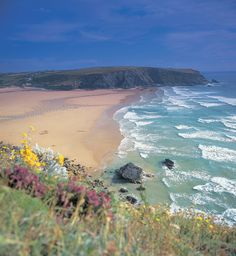 the beautiful beach at Mawgan Porth, north Cornwall. Devon And Cornwall, Cornwall England, North Cornwall, England Uk, Into The West, English Countryside, Beautiful Beaches, Beautiful Scenery, Beautiful Pictures