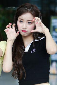 Kpop Girl Groups, Korean Girl Groups, Kpop Girls, April Kpop, Korean Makeup Look, White Day, Red Velvet Irene, Korean Actresses, Chinese Actress