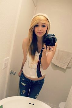 Acacia clark- i wouldnt call her a celebrity just yet but i think she's really pretty. I WANT HER HAIR