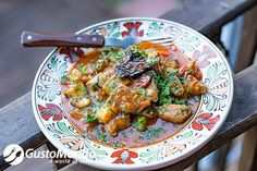 Replace the omnipresent potatoes or dumplings with vegetables in this aubergine and pork stew recipe. It's easy to make and super-tasty.