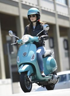 Another shot of the Vespa LX 150 ... my dream bike ...