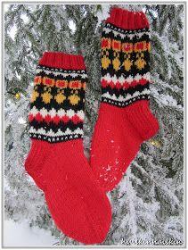Huiskin Haiskin & Hyrskyn Myrskyn: Helavyösukat Knitting Socks, Knit Socks, Mittens, Gloves, Tejidos, Fingerless Mitts, Fingerless Mittens