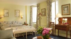 Relais Du Louvre Paris The 3 star Hotel Relais du Louvre is situated between the Louvre Museum and Notre-Dame Cathedral.  All 22 rooms are equipped with bathtub, minibar, writing desk and connection door. The Relais du Louvre is in the historic heart of Paris.