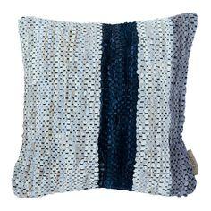 #byTzum for an easy lifestyle! Stoer #kussen Atervinn van handgeweven leren stroken in onregelmatig streepdessin, gemaakt van recycled restmateriaal uit de tassenproductie. 50x50 cm, voor €49,95