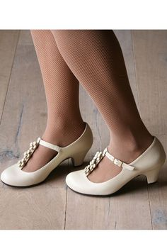So pretty!  t strap ivory leather low heels Chie Mihara - Store