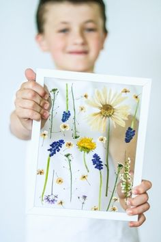 How to make a piece of pressed flower art. How To Make Floral Wall Art - Step 7 Diy Mother's Day Crafts, Mother's Day Diy, Diy Crafts For Kids, Craft Ideas, Frame Crafts, Preschool Crafts, Easter Crafts, Mothers Day Crafts For Kids, Mothers Day Cards