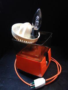 Ehi, ho trovato questa fantastica inserzione di Etsy su https://www.etsy.com/it/listing/464927270/lampada-vintage-spremiagrumi-anni-70