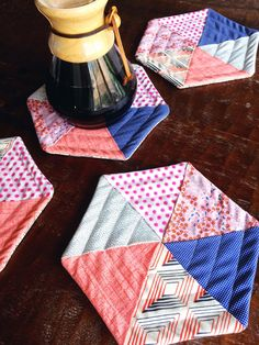 Quilted Hexagon Potholders - Easily Adjust the Size for Smaller Coasters or Larger Table Mats! These charming hot pads are made in a surprising way. Fold and layer hexagons for a quick finish. There's no piecing involved! Quilted Coasters, Quilted Potholders, Fabric Coasters, Scrap Fabric Projects, Fabric Scraps, Quilting Projects, Sewing Projects, Quilting Ideas, Sewing Hacks