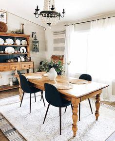 Check out this modern #farmhouse decor idea with a chunky farmhouse table. Love it! #HomeDecorIdeas @istandarddesign