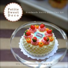 Miniature Angel Cake with Fruits Topping and por PetiteSweetDeco