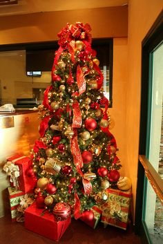 red and gold christmas tree - #cascading #ribbon #Christmas #tree