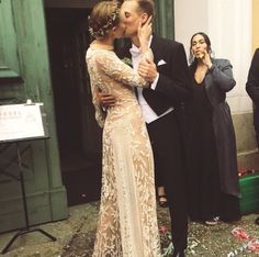 Swedish model Frida Gustavsson recently married in her home country, and the small vintage-inspired wedding was beautifully put together by the model. Chic Wedding, Wedding Gowns, Dream Wedding, Wedding 2015, Frida Gustavsson, Wedding Bells, Vintage Inspired, Wedding Hairstyles, Sequin Skirt